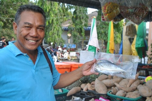 Tour guide Abidin Hussin, my wet market guru.